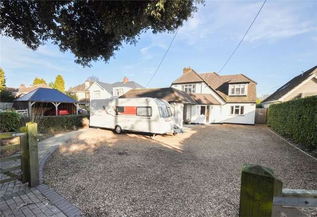 4 Bedrooms Detached House for sale in New Road, West Parley, FERNDOWN, Dorset