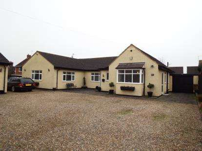 4 Bedrooms Bungalow for sale in Nursery Road, Leicester, Leicestershire