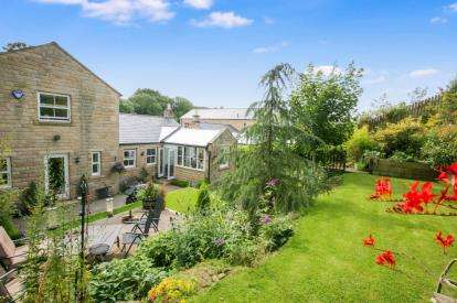 5 Bedrooms Detached House for sale in Pike Close, Hayfield, High Peak, Derbyshire