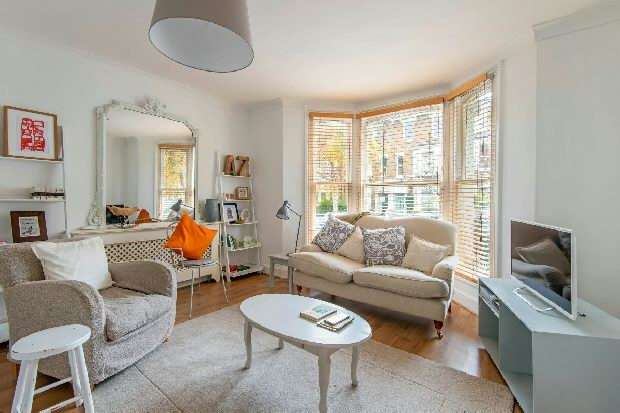 3 Bedrooms Flat for sale in Burghley Road, Kentish Town, NW5