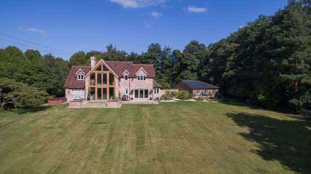 4 Bedrooms Detached House for sale in Plaitford