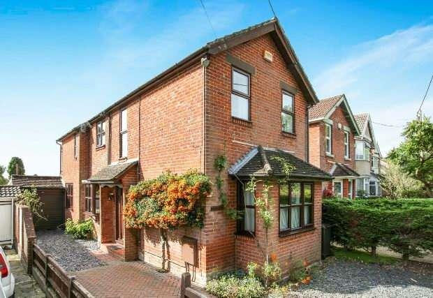 3 Bedrooms Detached House for sale in Nursling
