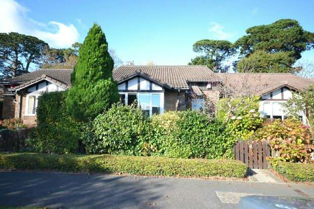 2 Bedrooms Detached Bungalow for sale in Lymington
