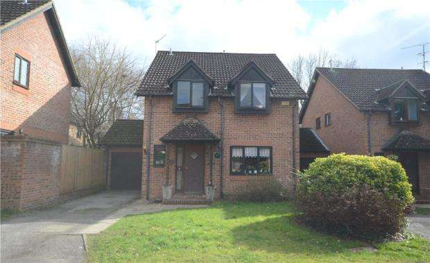 4 Bedrooms Detached House for sale in Moselle Close, Farnborough, Hampshire