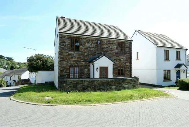 5 Bedrooms Detached House for sale in Chyvelah Vale, Gloweth, Truro