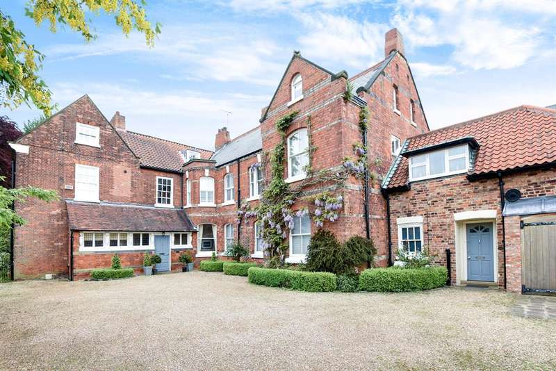 6 Bedrooms Detached House for sale in The Old Hall, Vicar Lane, Beverley, HU17 8DF