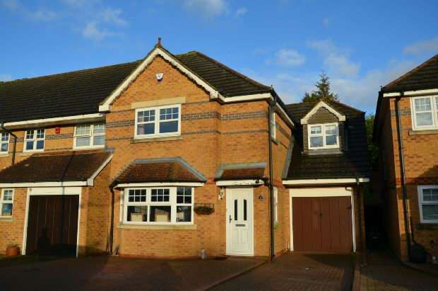 4 Bedrooms Semi Detached House for sale in Emily Davison Drive, Epsom