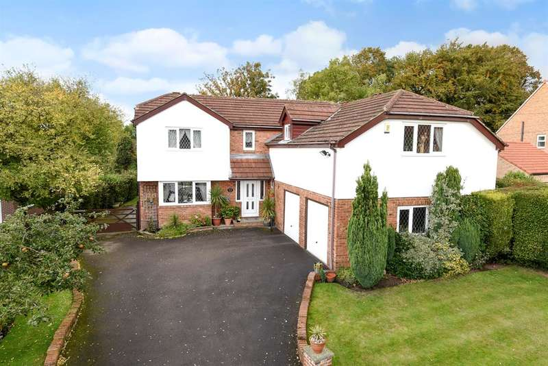 4 Bedrooms Detached House for sale in Greystone Park, Aberford, Leeds, LS25 3AS