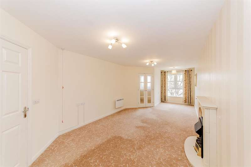 1 Bedroom Flat for sale in Amelia Court, Worthing, West Sussex, BN11 1AH