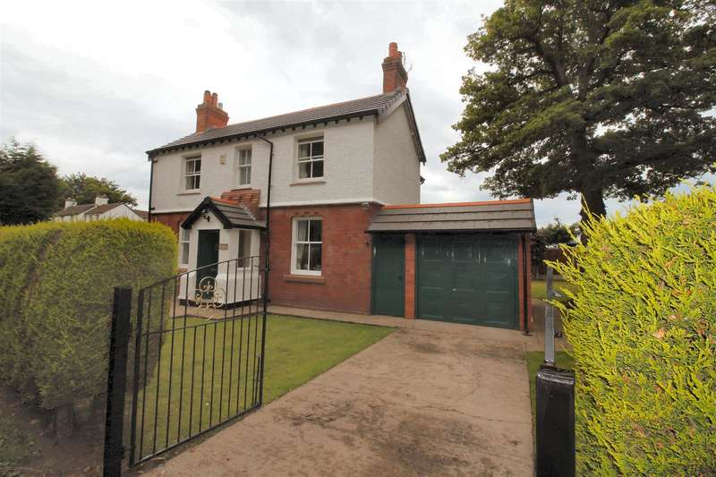 3 Bedrooms Detached House for sale in Hinderton Road, Neston, Wirral, CH64 9PW