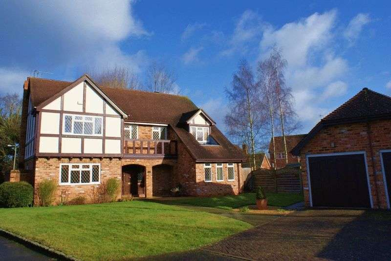 5 Bedrooms Detached House for sale in Hurst, Berkshire.