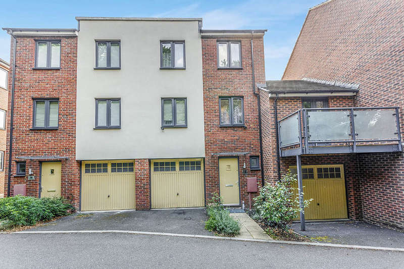 3 Bedrooms Semi Detached House for sale in Ruskin Grove, Maidstone, ME15