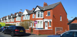 6 Bedrooms Semi Detached House for sale in Westminster Road, Blackpool
