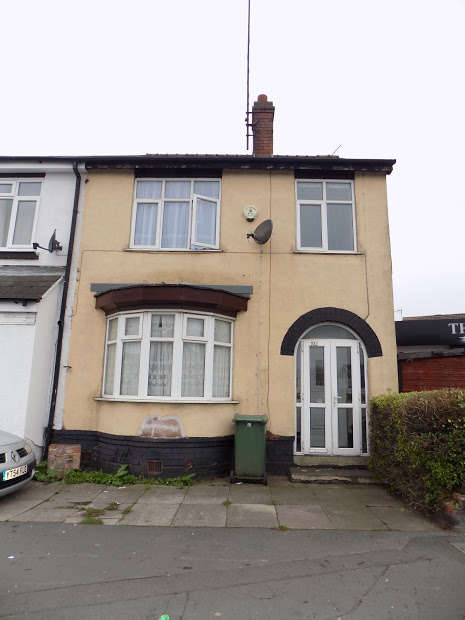 3 Bedrooms Semi Detached House for sale in Cole Street, Dudley, DY2
