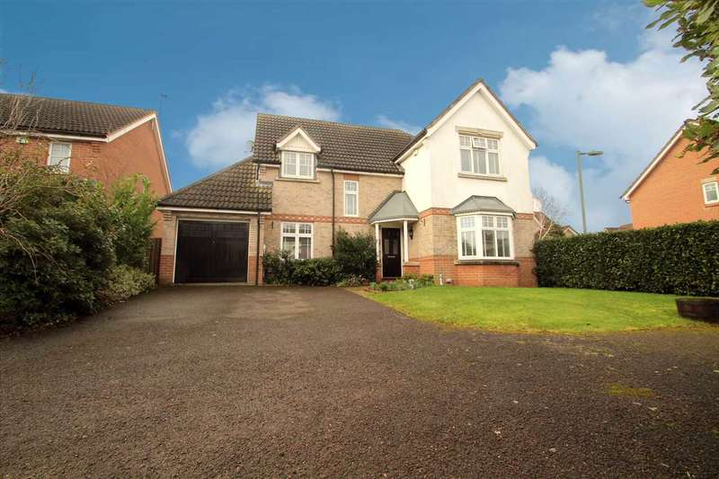 4 Bedrooms Detached House for sale in Hood Drive, Great Blakenham
