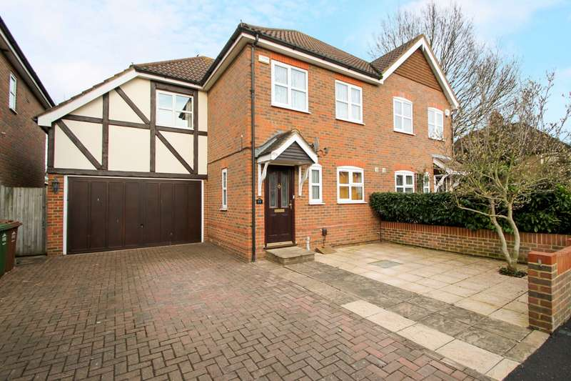 3 Bedrooms Semi Detached House for sale in Chesterfield Road, Ashford, TW15