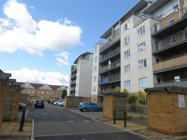 2 Bedrooms Flat for sale in Primrose Place, Isleworth, Middlesex