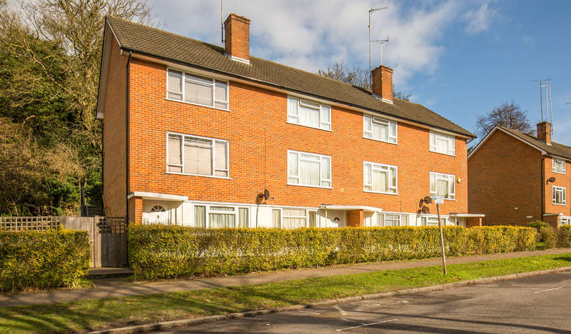 1 Bedroom Ground Flat for sale in Lower Barn Road, Purley, CR8 1HR
