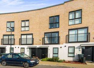 3 Bedrooms Terraced House for sale in Southfields Green, Gravesend, Kent, Gravesend