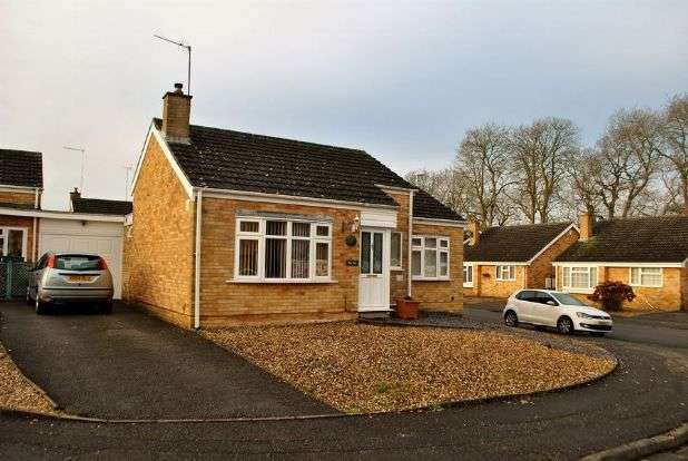 2 Bedrooms Detached Bungalow for sale in Obelisk Rise, Kingsthorpe, Northampton NN2 8TY