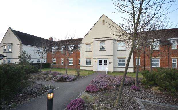 2 Bedrooms Apartment Flat for sale in Bromfield Place, Elvetham Heath, Hampshire