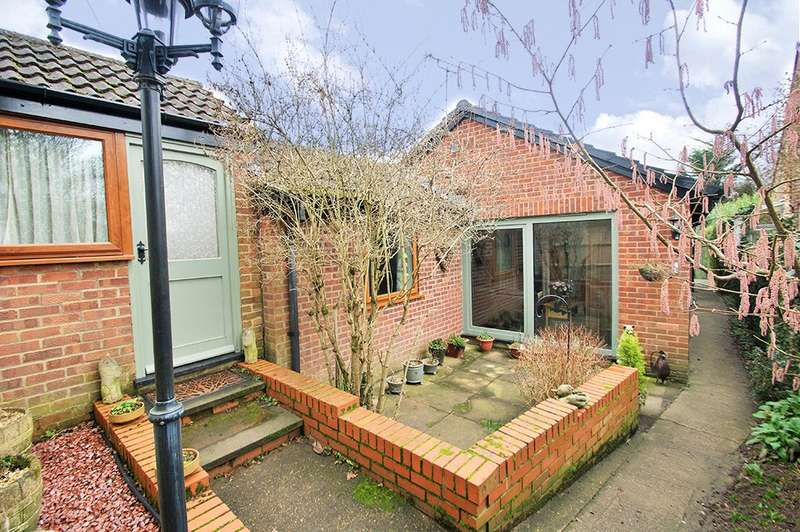 4 Bedrooms Detached Bungalow for sale in Aggisters Lane, Wokingham, Berkshire, RG41