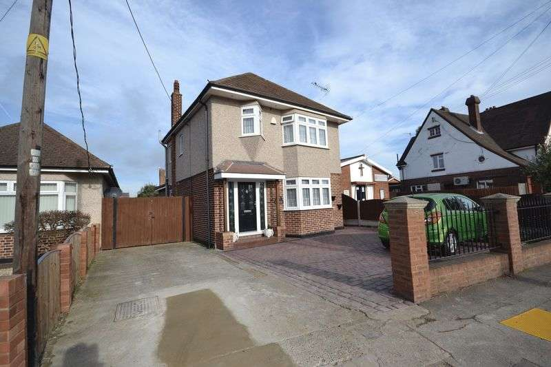 4 Bedrooms Detached House for sale in Corringham Road, Stanford-Le-Hope