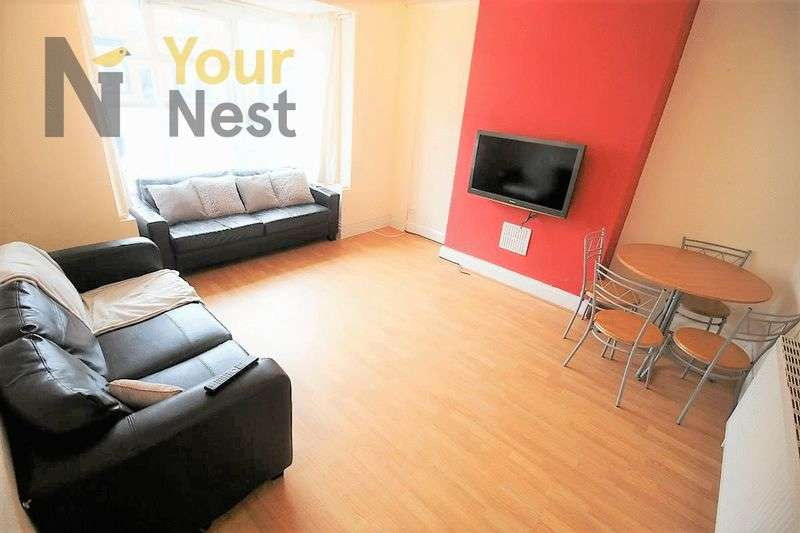 7 Bedrooms House for rent in Estcourt Avenue, Headingley, LS6 3ET