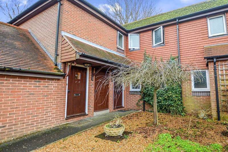 2 Bedrooms Flat for sale in Woodbury Lane, Tenterden, TN30