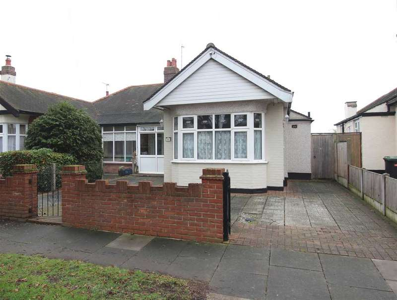 3 Bedrooms Bungalow for sale in Weybourne Gardens, Southend on Sea