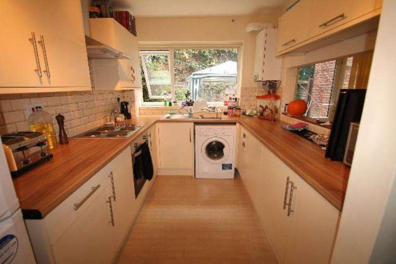 4 Bedrooms Semi Detached House for rent in 7 Weston Avenue, The Arboretum, Nottingham, NG7 4BA