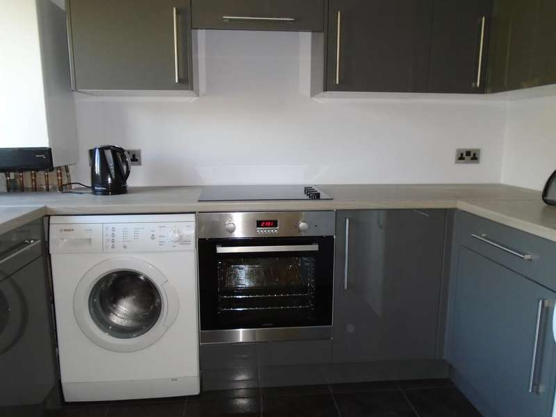 1 Bedroom Flat for sale in Greenway Close N11