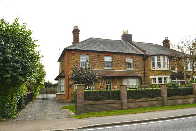 5 Bedrooms Semi Detached House for sale in Nazeing Road, Nazeing EN9