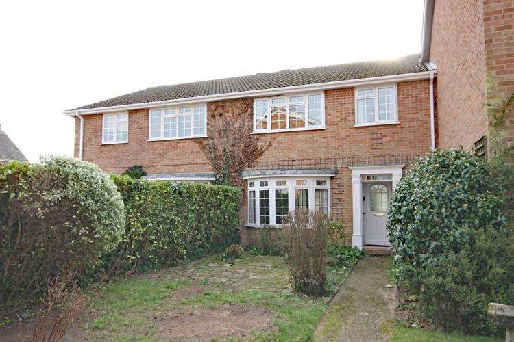 3 Bedrooms Terraced House for sale in St Thomas Park, Lymington SO41