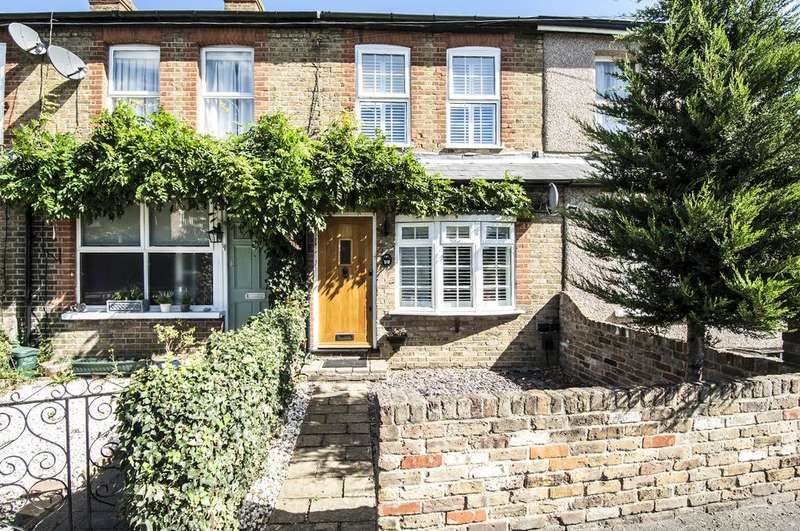 3 Bedrooms Terraced House for sale in Cottimore Lane, WALTON ON THAMES KT12