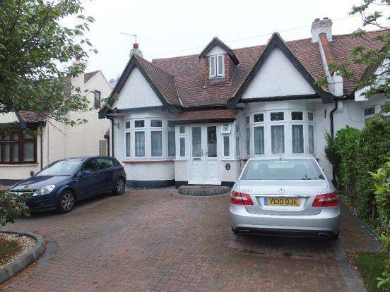 5 Bedrooms Semi Detached Bungalow for sale in Levett Gardens, Ilford ig3
