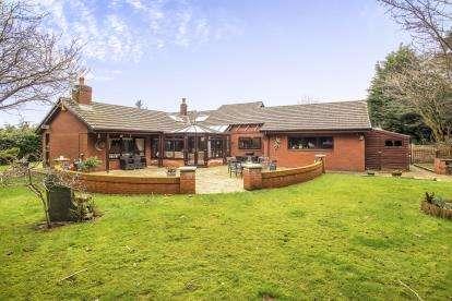4 Bedrooms Bungalow for sale in Whittingham Lane, Broughton, Preston, Lancashire, PR3