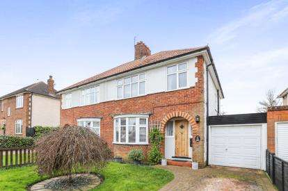 3 Bedrooms Semi Detached House for sale in Strathmore Avenue, Hitchin, Hertfordshire