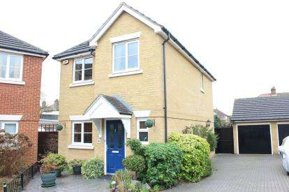House for sale in Aldborough Road North, NewburyPark, Ilford