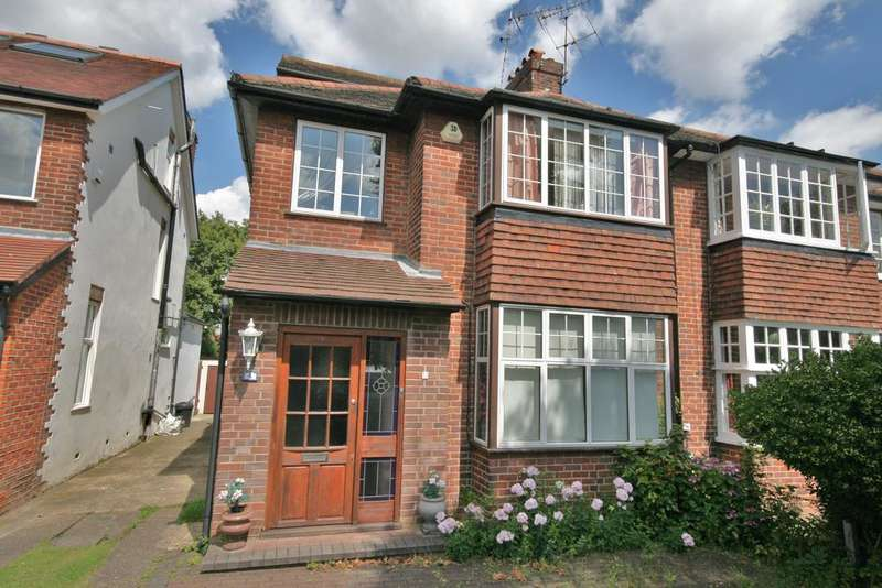 4 Bedrooms Semi Detached House for sale in Fosse Way, Ealing W13