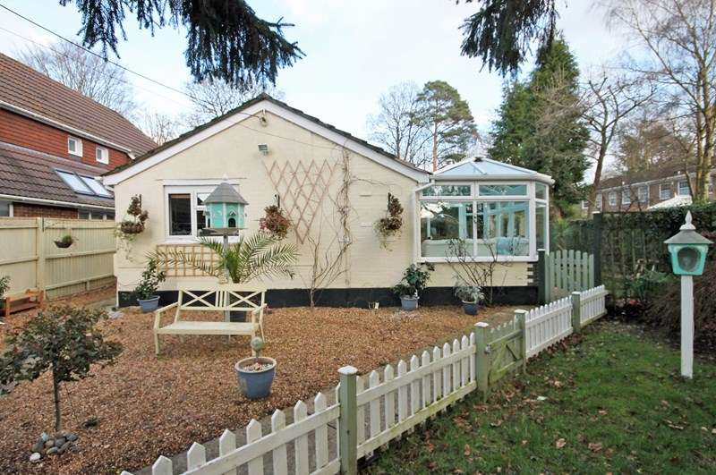 3 Bedrooms Bungalow for sale in Betsy Lane, Bransgore, CHRISTCHURCH