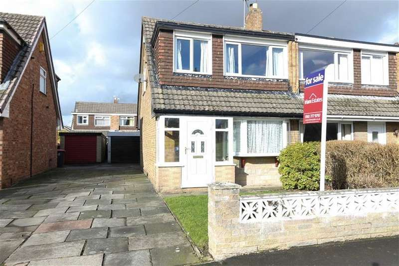 3 Bedrooms Semi Detached House for sale in 17, Riverside Avenue, Irlam