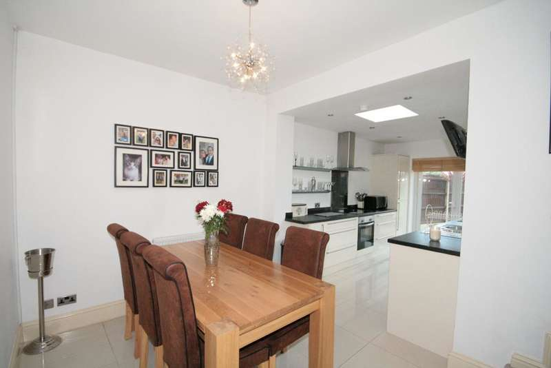 2 Bedrooms End Of Terrace House for sale in Brade Street, Southport, PR9 8LS