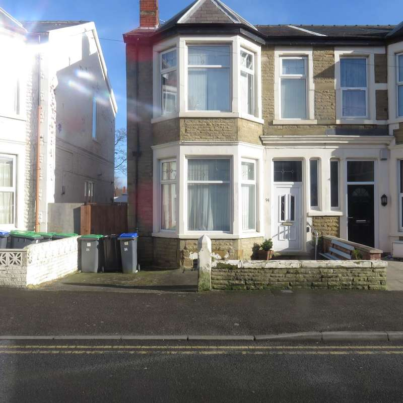 3 Bedrooms Semi Detached House for sale in Saville Road, Blackpool FY1