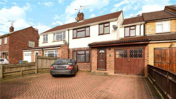 3 Bedrooms Semi Detached House for sale in Wentworth Avenue, Ascot, Berkshire