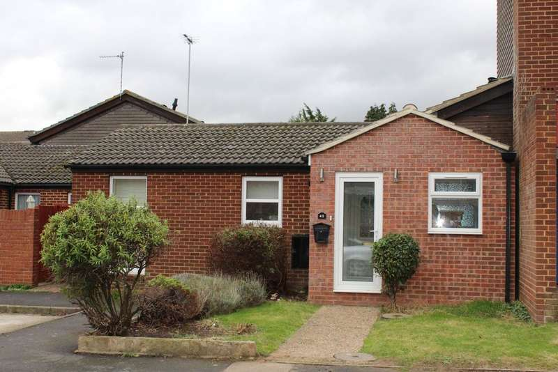 2 Bedrooms Semi Detached Bungalow for sale in The Hollies, Gravesend DA12