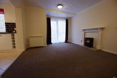 2 Bedrooms Flat for sale in FRIZLEY GARDENS, BRADFORD, WEST YORKSHIRE, BD9 4LY