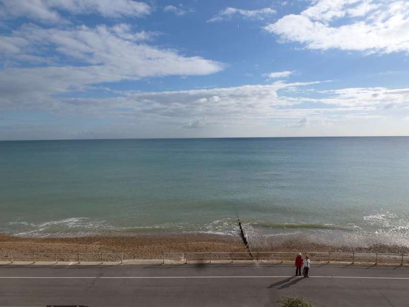 3 Bedrooms Apartment Flat for sale in Rock Gardens, Bognor Regis PO21