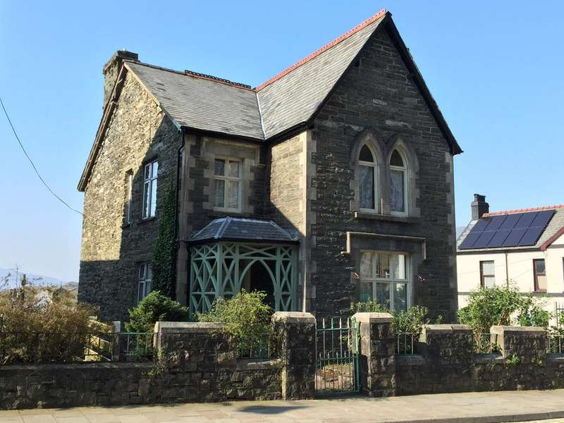 4 Bedrooms Detached House for sale in Church Street, Blaenau Ffestiniog LL41
