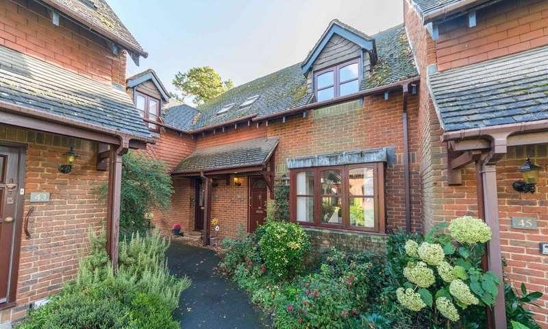 2 Bedrooms Terraced House for sale in Garden Mews, Warsash, Southampton SO31